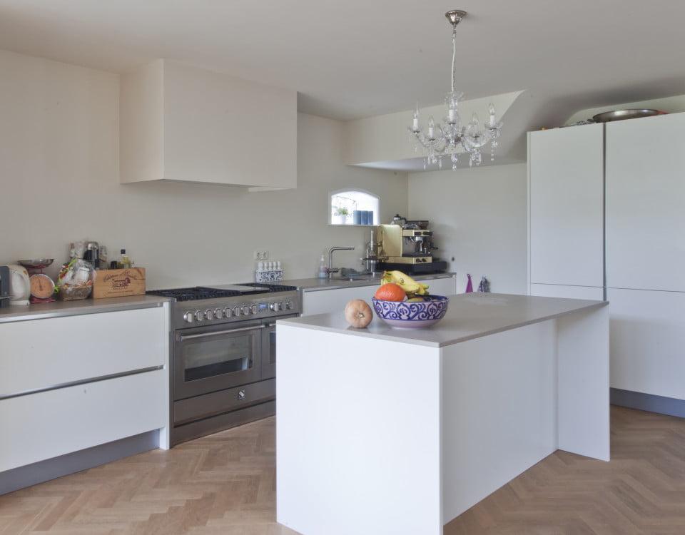 Visgraatvloer keuken - Vloerenbedrijf Bezema
