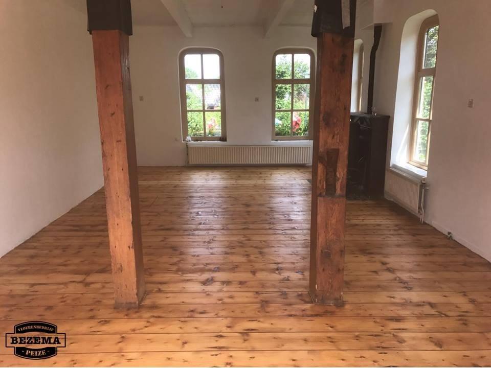 Gerenoveerde grenen vloer boerderij - Vloerenbedrijf Bezema