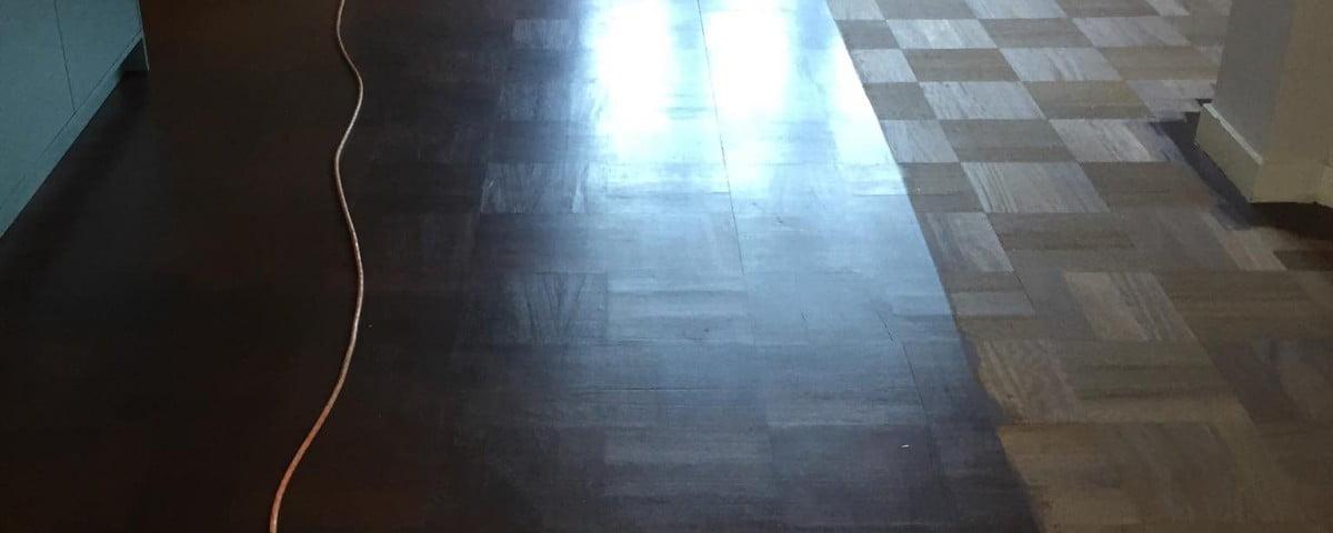 Schuren toplaag oude patronen vloer - Vloerenbedrijf Bezema